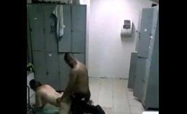câmera flagra-funcionários em intimidades bem quentes!