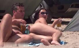 Flagra na Praia nudismo de esposa safada