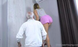 Novinha fudendo com velho tarado no video de sexo