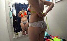 Espola pelada no provador da loja do shopping