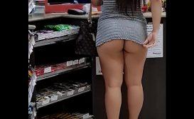 Novinha Linda nua na conveniência do posto de gasolina